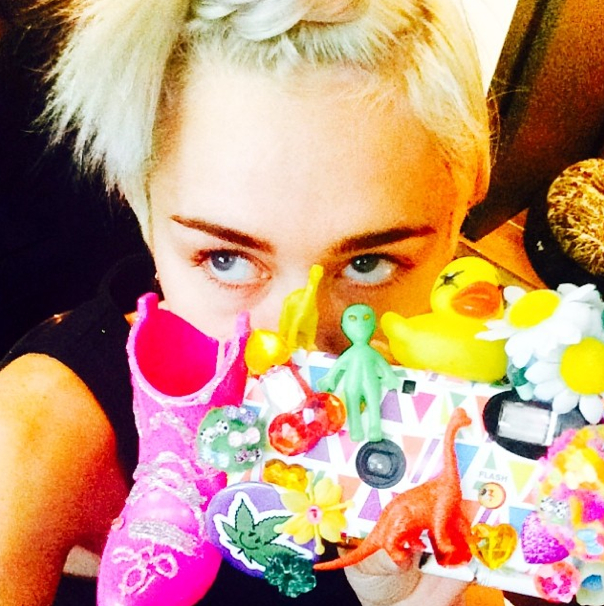 Miley-Cyrus-Coves-Up-On-Instagram-5