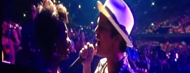 Απίστευτη ιστοριά: Δείτε το συγκινητικό βίντεο με τον Bruno Mars να τραγουδάει για μία ιδιαίτερη θαυμάστρια στη συναυλία του