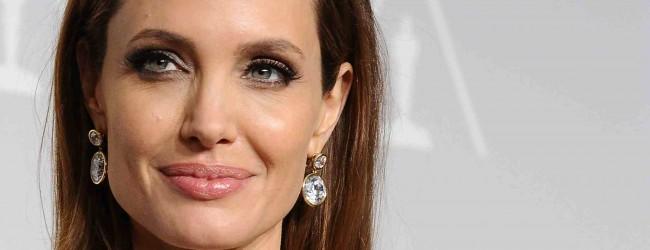 """Παρουσιαστής """"μαρτυράει"""" την Angelina Jolie: «Μου είπε κάποτε μέσα σε ένα ασανσέρ πως είναι ξαναμμένη»"""