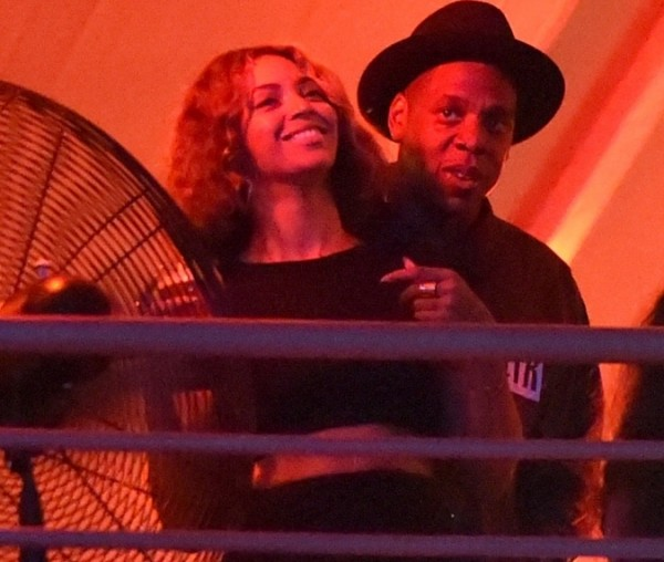 Beyonce-Jay-Z-At-Made-In-America-Festival-3-675x900