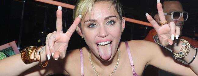 Nέες, άκρως προκλητικές φωτογραφίες της Miley Cyrus!!