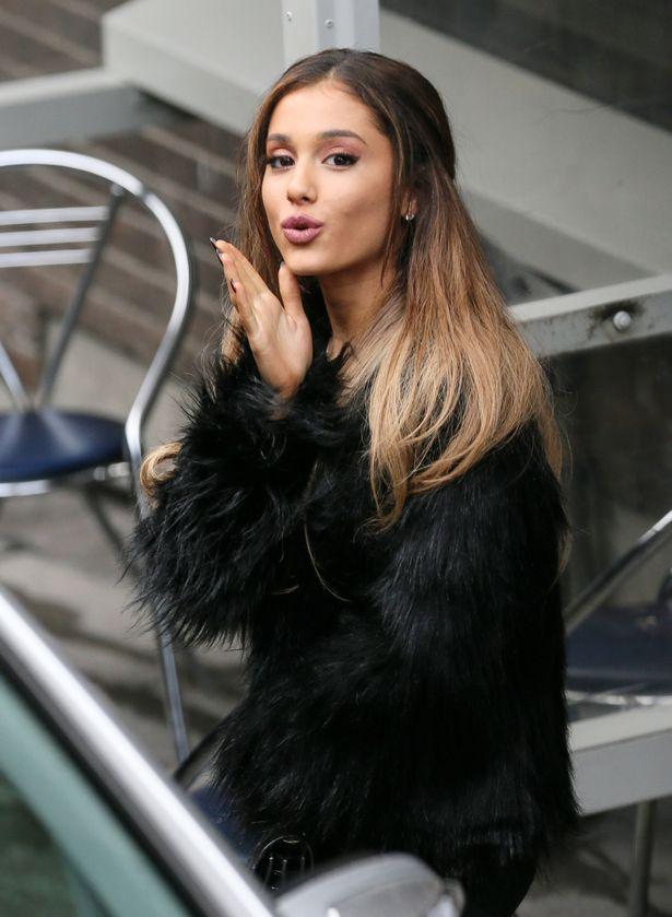 Ariana-Grande (2)