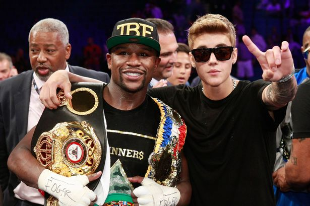 Floyd-Mayweather-Jr-and-singer-Justin-Bieber-celebrate-Mayweathers-victory