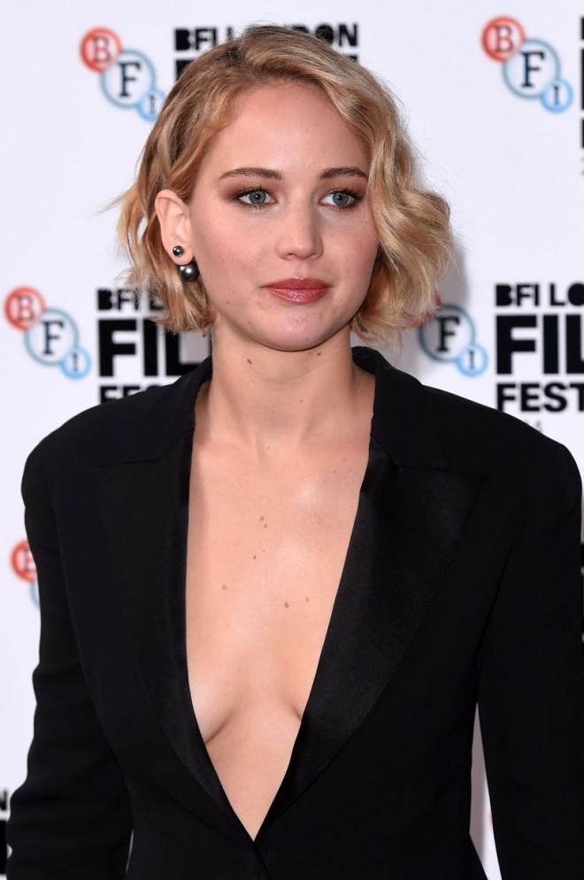 Jennifer-Lawrence-at-Serena-premiere-58th-BFI (3)