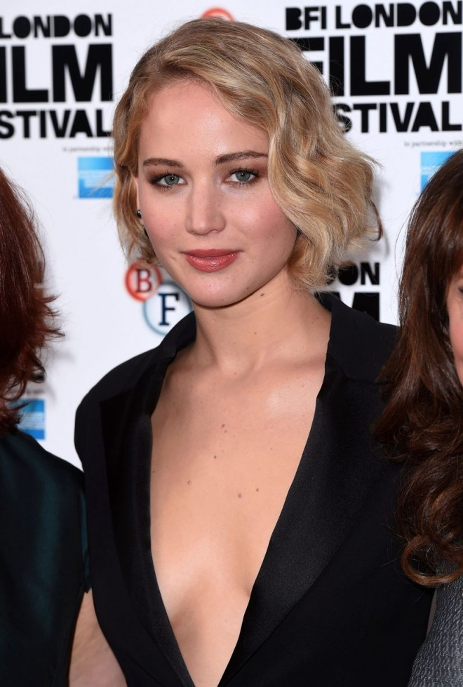 Jennifer-Lawrence-at-Serena-premiere-58th-BFI