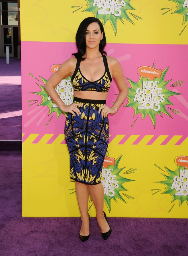 Katy-Perry-flaunted-her-curves-Kids-Choice-Awards-LA