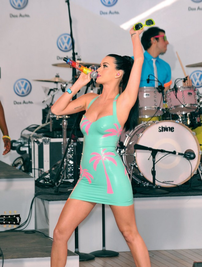 Katy-Perry-rocked-out-skintight-dress-NYC-Times-Square