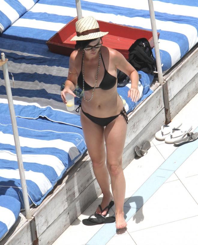 Katy-Perry-showed-off-her-bikini-body-Miami-July-2012