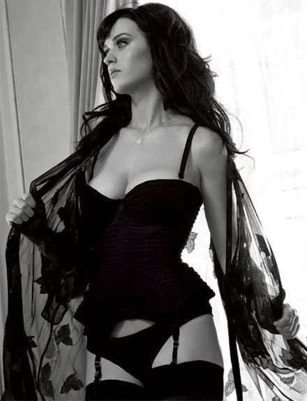 Katy-Perry-slipped-sexy-black-ensemble-July-2011-issue