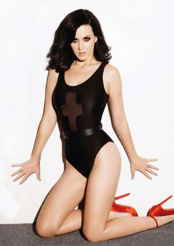 Katy-Perry-stripped-down-black-leopard-heels-Maxim