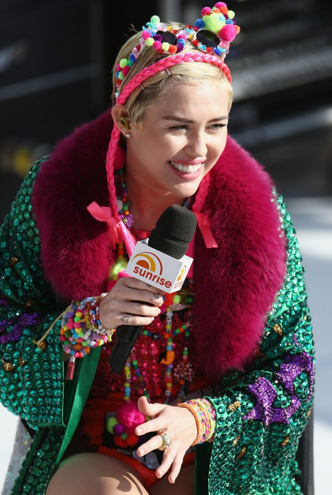 Miley-Cyrus-performed-Sydney-Opera-House-Australia