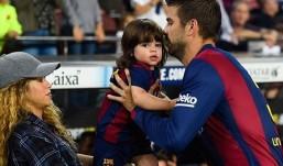 Σιγά μη χωρίζουν! Με την κοιλιά στο στόμα πήγε η Shakira να δει τον Πικέ στο γήπεδο! Δείτε φωτογραφίες.