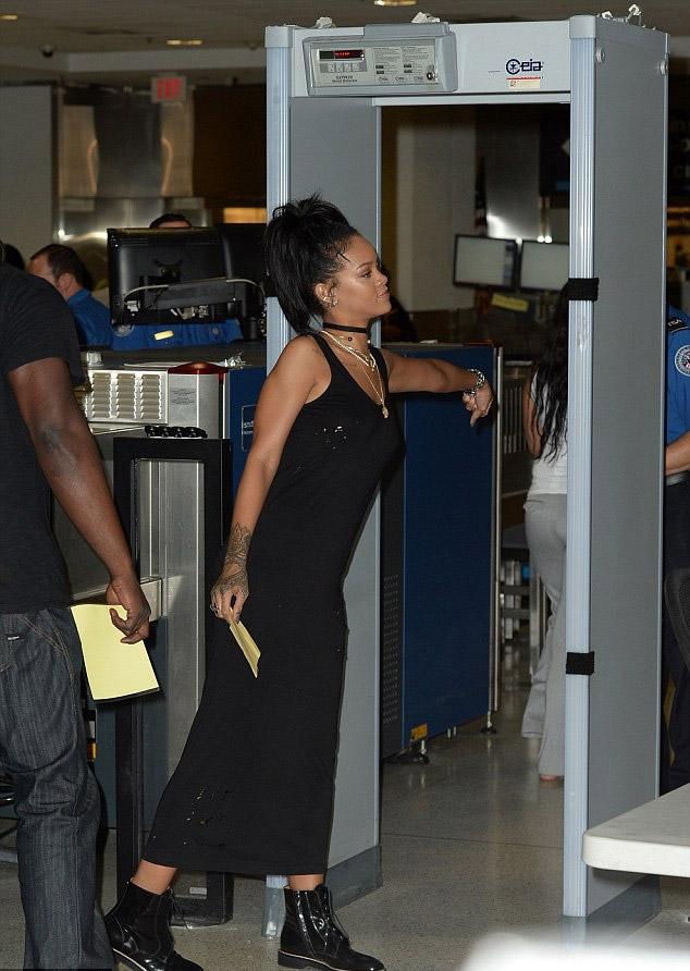Rihanna_miami_3