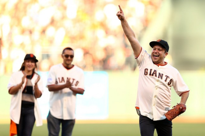 Robin-Williams-Honored-Giants-World-Series-Pictures (4)