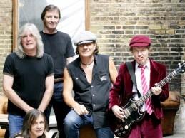 BAD news: Αποχωρεί λόγω σοβαρού προβλήματος υγείας ο κορυφαίος ροκάς των AC/DC