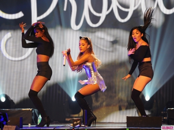 ariana-grande-radio-one-teen-awards-photos-10192014-03-580x435