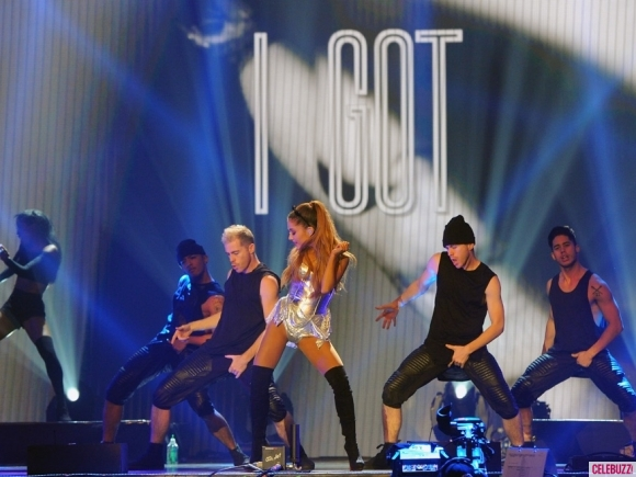 ariana-grande-radio-one-teen-awards-photos-10192014-07-580x435