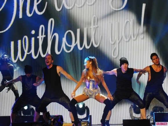 ariana-grande-radio-one-teen-awards-photos-10192014-08-580x435