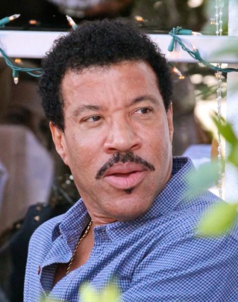 Lionel Richie grabs lunch at E. Baldi