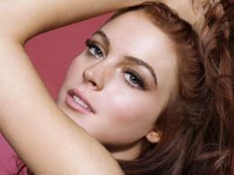Χαμός στο Instagram με την topless φωτογραφία της Lindsay Lohan!