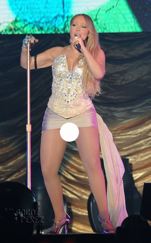 mariah-carey-china-concert-short-skirt__oPt