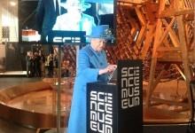 Η βασίλισσα Ελισάβετ τουιτάρει για πρώτη φορά: Τι έγραψε και έγινε πανζουρλισμός από retweets!
