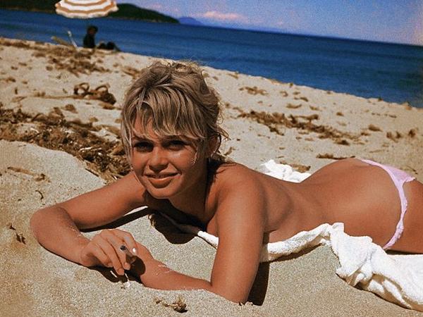 rita-ora-nude-beach