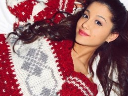 Ακούστε το χριστουγεννιάτικο τραγούδι της Ariana Grande «Santa Tell Me»!