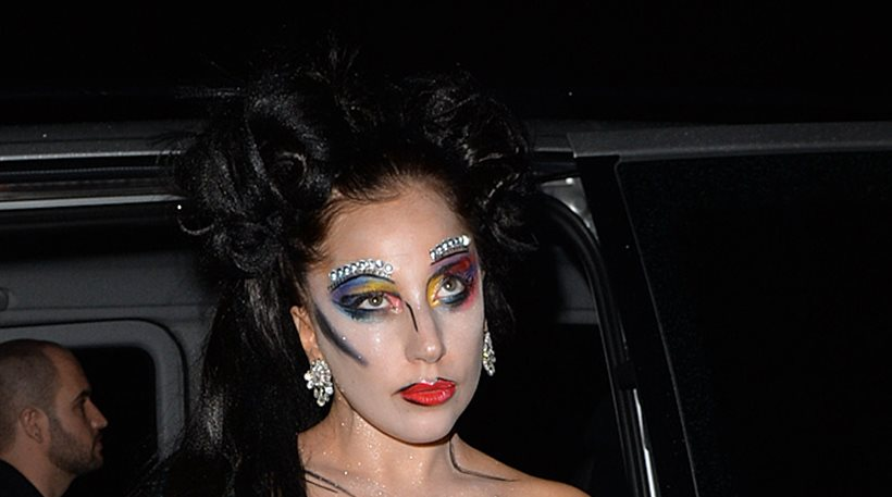 Αυτή είναι ίσως η πιο εκκεντρική εμφάνιση της Lady Gaga ...