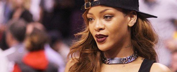 Η Rihanna θα σχεδιάσει αθλητικά ρούχα..
