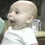 Τέλειο! Δείτε πως αντιδρούν μωρά όταν τρώνε για πρώτη φορά παγωτό!