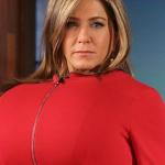 Τέλειο! Η Jennifer Aniston με τεράστιο… στήθος κοροϊδεύει την Kim Kardashian!