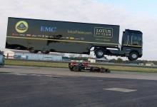 Στο Βιβλίο Γκίνες το άλμα φορτηγού πάνω από αυτοκίνητο Formula 1!