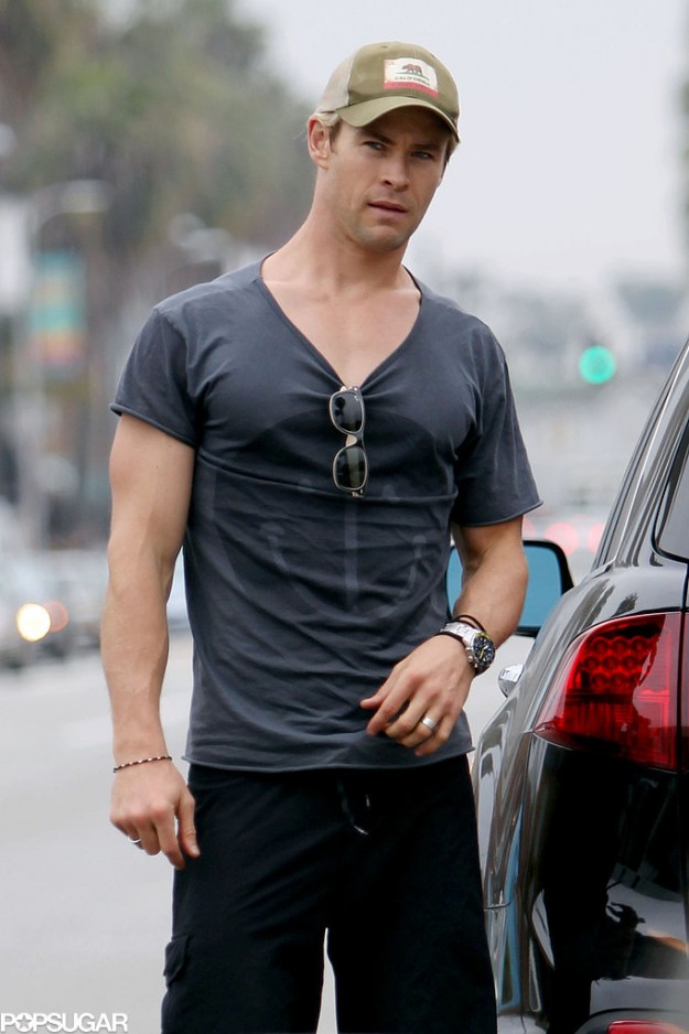 shirt-pretty-much-gave-up-after-being-Chris-Hemsworth