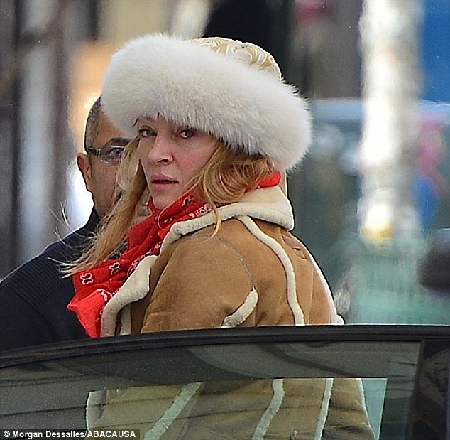 25C838EA00000578-0-Frozen_in_time_Uma_Thurman_still_looks_extremely_fresh_faced_as_-m-19_1424248643330_22eca