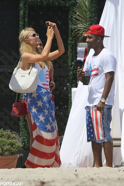 Paris-Hilton-took-out-her-phone-during-Fourth-July-fete-2013