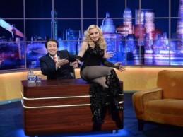 Δείτε τη Madonna να ερμηνεύει τα νέα της κομμάτια στην εκπομπή του Jonathan Ross