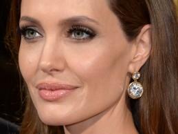 Σκληρή επίθεση στην Angelina Jolie μετά την αφαίρεση ωοθηκών: «Τι έχει σειρά; Τα πνευμόνια σου»