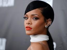Προκαλεί και πάλι η Rihanna! Δείτε τη σούπερ αποκαλυπτική εμφάνισή της