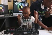 Ο μικρότερος DJ στον κόσμο είναι μόλις 2 ετών και θα τον λατρέψετε!