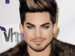 Ο Adam Lambert κυκλοφόρησε το νέο του single «Ghost Τown» και ήδη γίνεται χαμός!