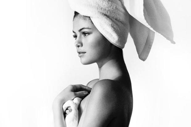 Η Selena Gomez απαντά στους επικριτές της ποζάροντας μόνο με την πετσέτα!