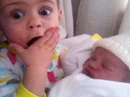 Από χαρά μέχρι…τσαντίλα: Δείτε παιδάκια που αντικρίζουν πρώτη φορά τα νεογέννητα αδερφάκια τους!