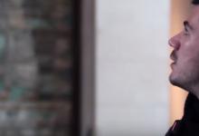 O Άκης Πετρετζίκης στο Παρίσι! Δείτε το όμορφο video