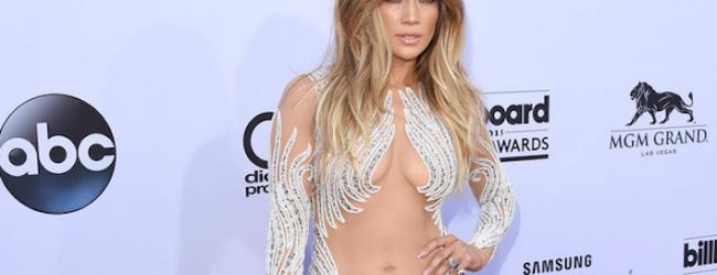Κλασικά, η Jennifer Lopez προκάλεσε ξανά πανικό στο κόκκινο χαλί με την εμφάνισή της!