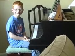 Ο Ed Sheeran γίνεται από παιδάκι…άντρας στο συγκινητικό video clip του «Photograph»