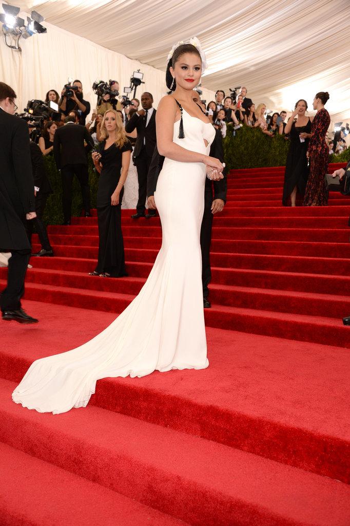 Selena-Gomez-Met-Gala-2015-Pictures-3