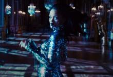 Γιατί τρέχει η Rihanna στις Βερσαλλίες;
