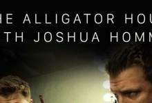 O Josh Homme των Queens of the Stone Age παίρνει ραδιοφωνική συνέντευξη από τον Alex Turner των Arctic Monkeys!