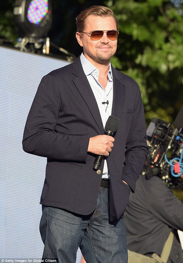 2CCE212000000578-3252321-Global_Citizen_DiCaprio_made_an_appearance_Sunday_at_the_Global_-a-7_1443461567152